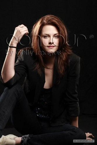 Kristen Stewart wallpaper containing a well dressed person entitled Kristen USA Today Outtakes