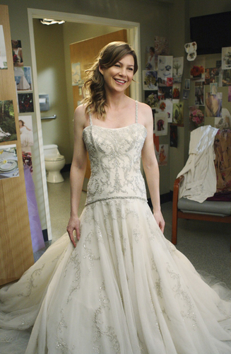 Grey's Anatomy fond d'écran with a gown, a bridal gown, and a ball robe entitled Meredith's wedding dress