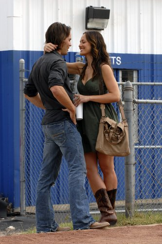 Friday Night Lights wallpaper containing a chainlink fence entitled Tim & Lyla