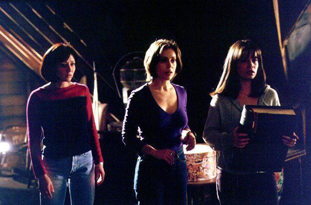 Сезон 1 - Page 3 Charmed-charmed-5386005-624-411