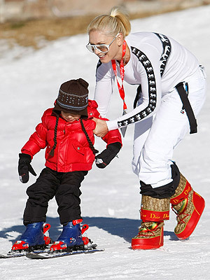 Gwen Stefani wallpaper probably containing a ski resort called Gwen and her children