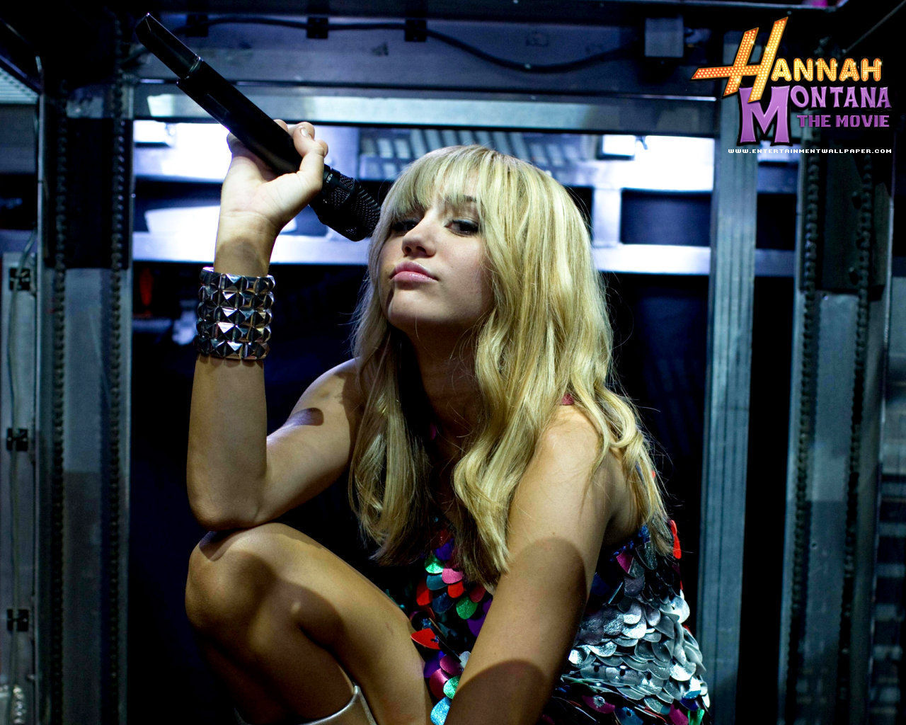 http://images2.fanpop.com/images/photos/5400000/Hannah-Montana-The-Movie-miley-cyrus-5466956-1280-1024.jpg