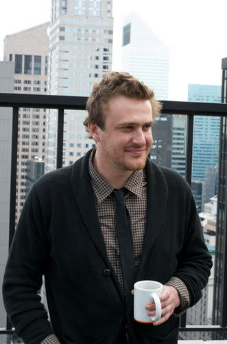 Jason Segel wallpaper with a business suit called Jason