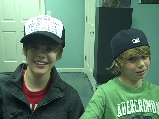 http://images2.fanpop.com/images/photos/5400000/Justin-and-Christan-justin-bieber-5456683-640-480.jpg