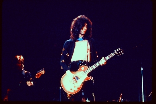 Led Zeppelin wallpaper probably containing a guitarist called Led Zep