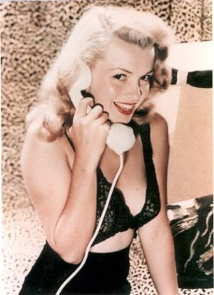Pin Up Girls wallpaper possibly containing a portrait titled Marilyn Monroe