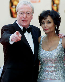 Michael Caine and his wife 夏奇拉