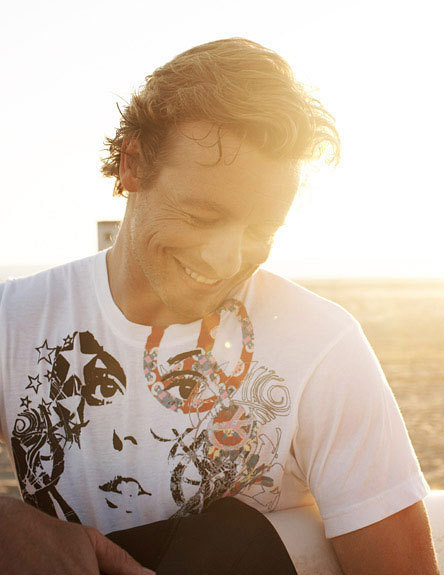 SImon Baker plage Photoshoot :)