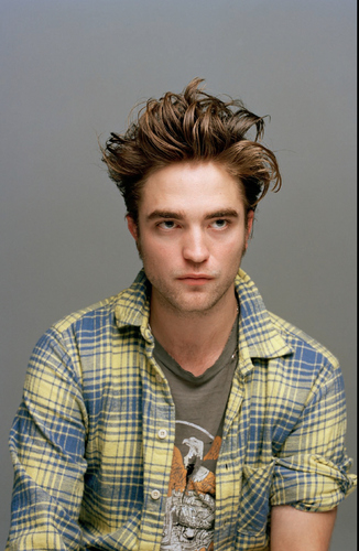 Untagged Rob Pattinson Dossier Pictures!!