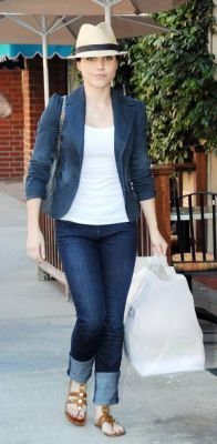 April 7th: Leaving Nail Salon in Beverly Hills