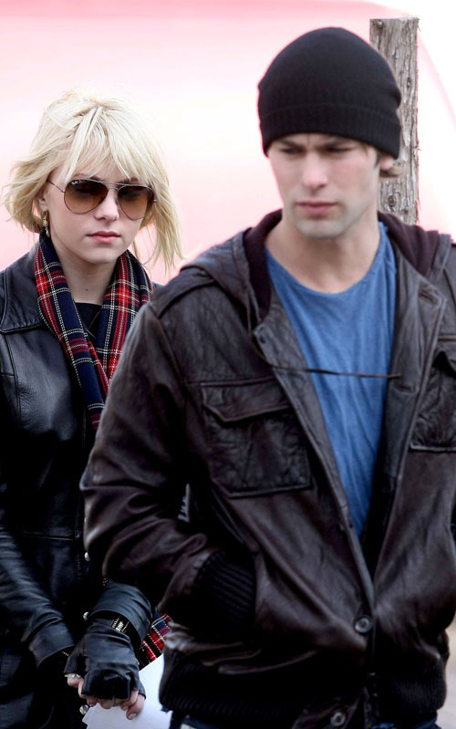 Chace Crawford And Taylor Momsen Chace and TaylorTaylor Momsen And Chace Crawford Gif
