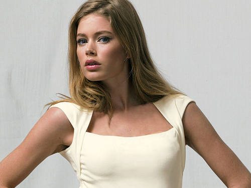 Doutzen Kroes wallpaper probably containing attractiveness, a camisole, and a chemise called Doutzen
