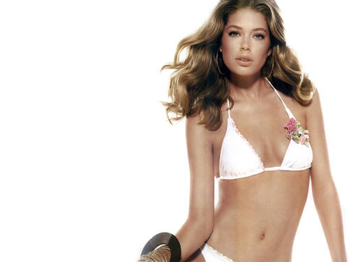Doutzen Kroes wallpaper probably containing a bikini and a brassiere titled Doutzen