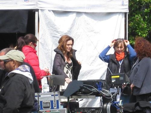 Hil on set <3