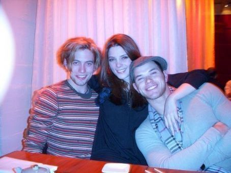 http://images2.fanpop.com/images/photos/5500000/Jackson-Rathbone-jackson-rathbone-5560614-454-340.jpg