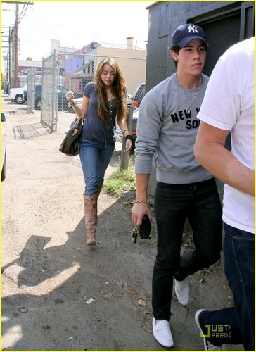 Nick and Miley out for lunch
