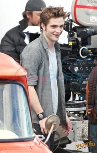 Rob on set of New Moon