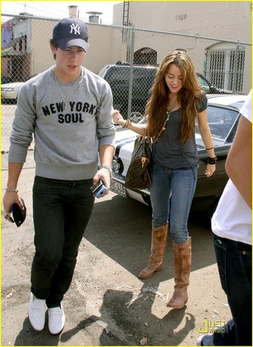 nick & miley having lunch