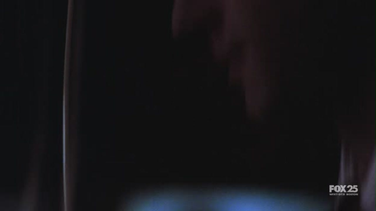 1x09 Spy in the House of প্রণয়