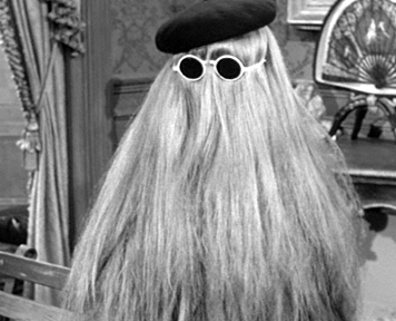 Addams Family Hintergrund entitled Addams Family Cousin Itt