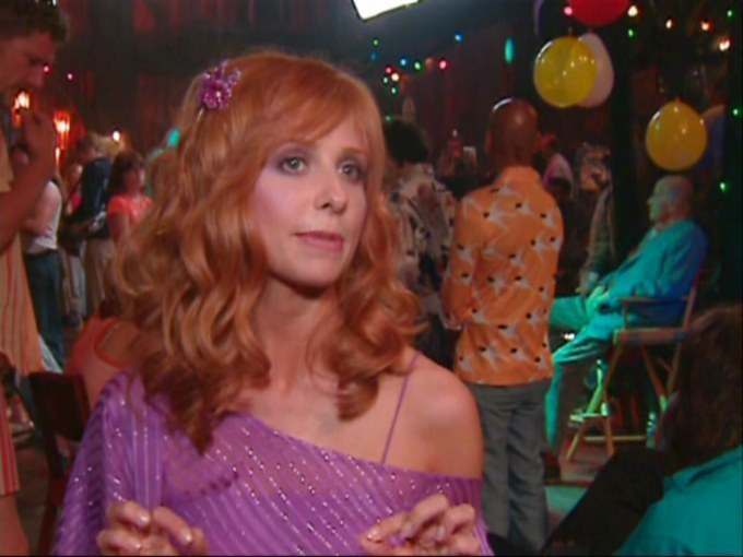 Sarah Michelle Gellar Behind the scenes of scooby doo screencap