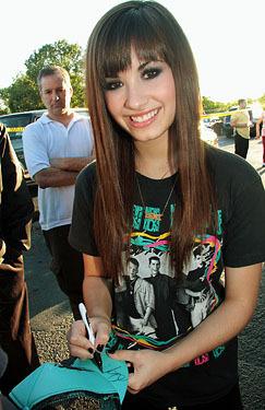 Demi singning autographs