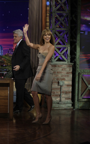 Jessica Alba on The Tonight दिखाना with नीलकंठ, जय, जे Leno