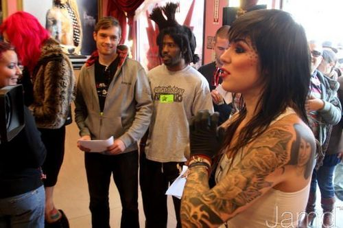 LA Ink پیپر وال possibly containing a street, a diner, and an outerwear titled LA Ink's Kat Von D Attempts A 24 گھنٹہ گینیز, گینز World Tattoo Record