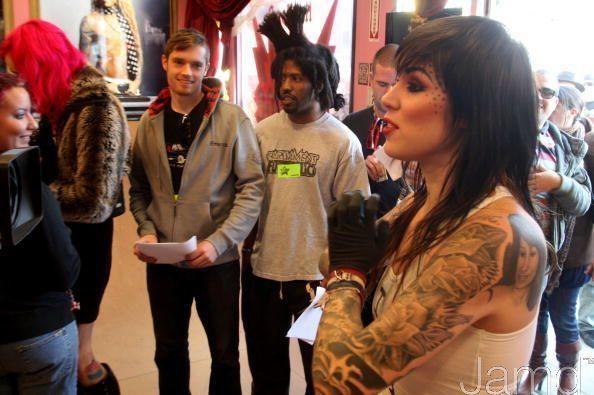 LA Ink's Kat Von D Attempts A 24 час гиннес, guinness, гиннесса World Tattoo Record