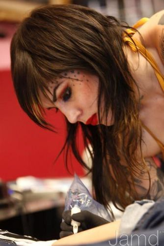 LA Ink Hintergrund with a portrait entitled LA Ink's Kat Von D Attempts A 24 Stunde guinneß, guinness World Tattoo Record