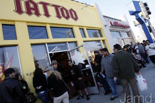 LA Ink 壁紙 containing a ダイナー, 食堂 and a tavern called LA Ink's Kat Von D Attempts A 24 時 ギネス World Tattoo Record