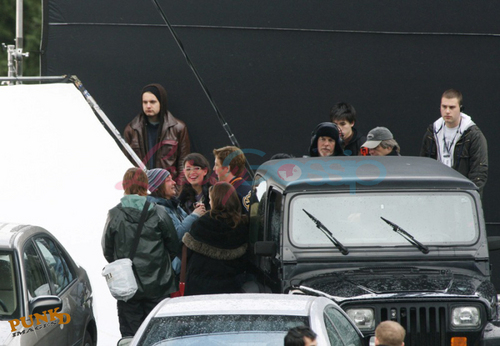 Twilight Saga Фильмы Обои probably containing an automobile, a minicar, and a sedan entitled New Moon Filming