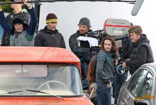 Twilight Saga Фильмы Обои probably containing an automobile, a minicar, and a ski rack titled New Moon Filming