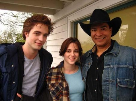 http://images2.fanpop.com/images/photos/5600000/Robert-Pattinson-robert-pattinson-5680945-454-340.jpg