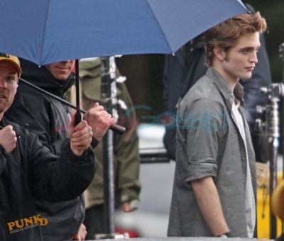 Robert behind the scenes of New Moon