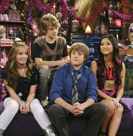 http://images2.fanpop.com/images/photos/5600000/suite-life-suite-life-on-deck-5653129-470-479.jpg