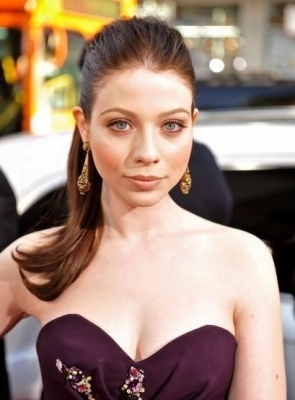 michelle trachtenberg wallpaper possibly with attractiveness and a portrait titled 17 Again Premiere