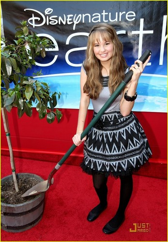 Debby Ryan karatasi la kupamba ukuta possibly with a vacuum and a hoover called Debby