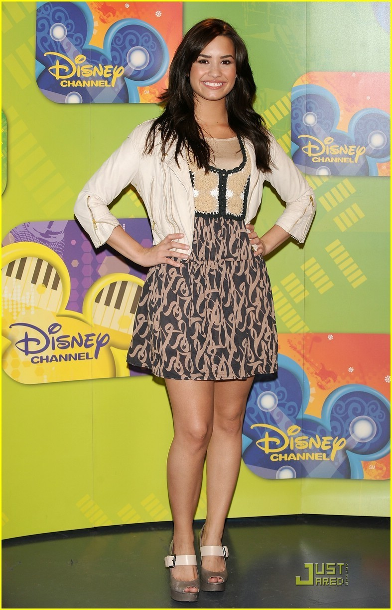 Demi Lovato Brings Music to Madrid - demi-lovato photo
