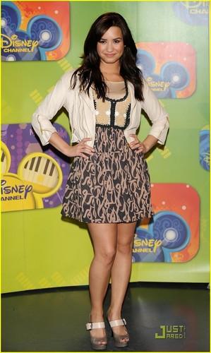 Demi Lovato Brings موسیقی to Madrid