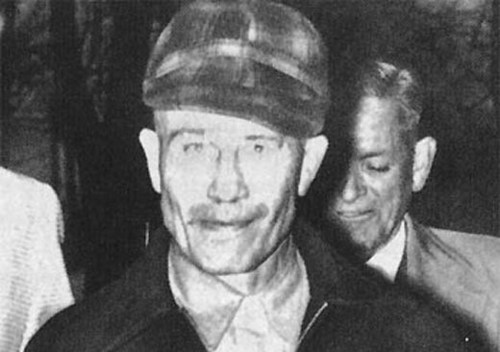 Serial Killers 壁纸 probably with a business suit called Ed Gein