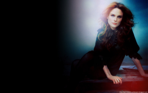 Emily Deschanel wallpaper entitled Emily