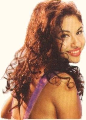 Selena Quintanilla-Pérez wallpaper containing a portrait called Selena