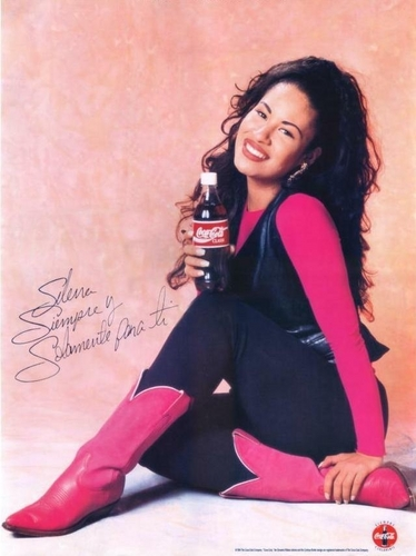 Selena Quintanilla-Pérez wallpaper possibly with bare legs, tights, and a hip boot titled Selena