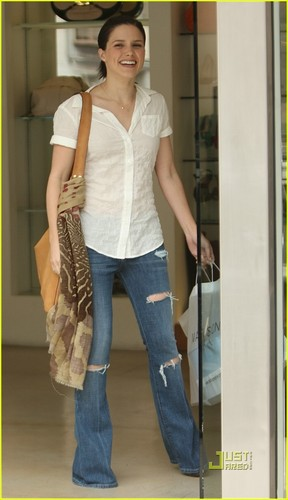 Sophia झाड़ी, बुश shopping in Beverly Hills (April 10)