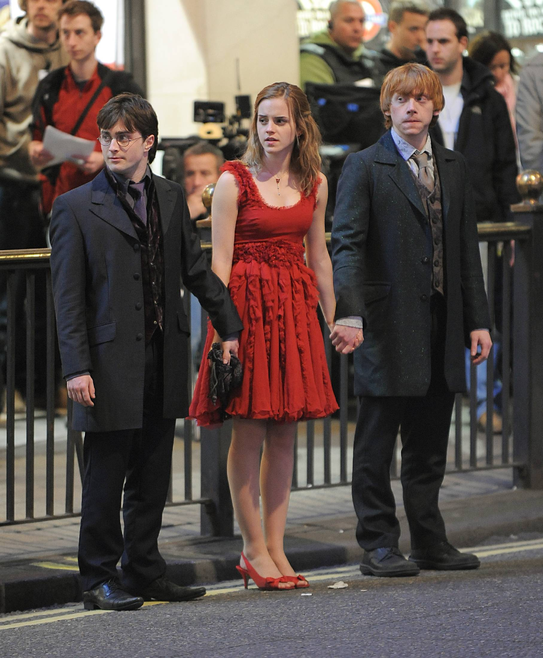 Emma Watson And Daniel Radcliffe Holding Hands The Trio in DH (holdin...
