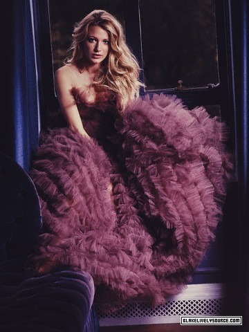 Serena Van Der Woodsen Style wallpaper containing a fur coat entitled ♥Queen S♥-Blake
