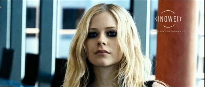 صور ُ ايفرل ُ من فلمهأ The Flock Avril-Lavigne-avril-lavigne-5867451-672-288