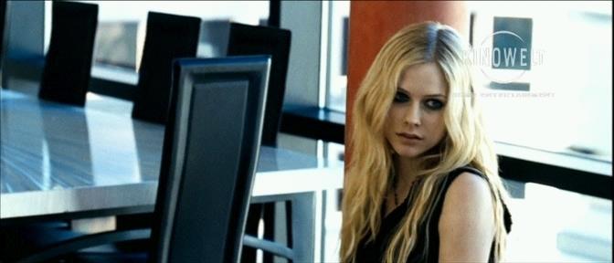 صور ُ ايفرل ُ من فلمهأ The Flock Avril-Lavigne-avril-lavigne-5867457-672-288