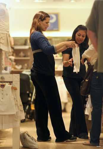 Jen and viola shopping at Jacadi Paris store in NYC - April 29 2009